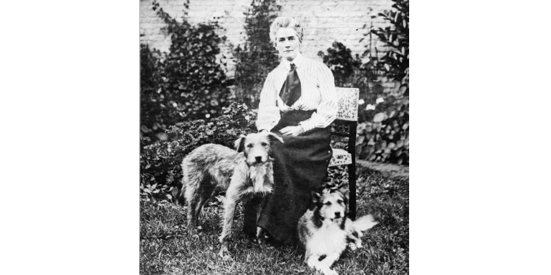 Nurse Cavell Dog Lover
