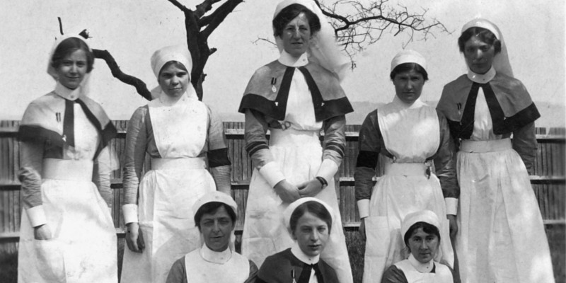 Nurses serving in the First World War