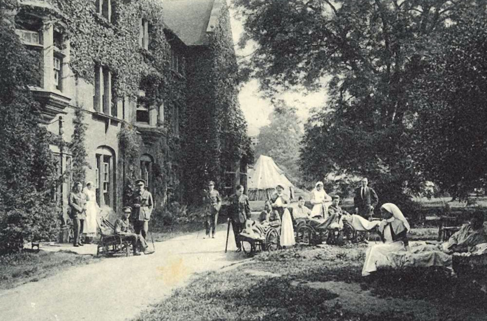 Somerville grounds with hospital tents. Image courtesy of the Principal and Fellows of Somerville College, Oxford.